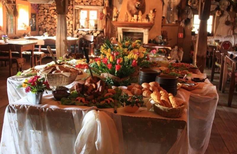 Karczma-Rzym--stół-Wielkanocny
